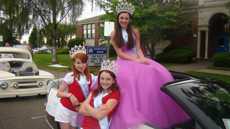 Alyssa Kinkead (2011 Preteen Miss Raindrop) and Dajah LaFave (2011 Jr ...